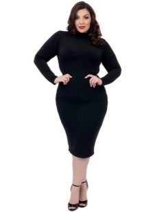 Черное платье-чулок для полных девушек