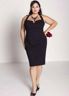 Черное платье с глубоким декольте для полных женщин