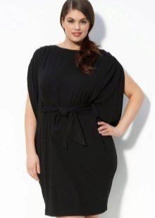 Черное платье из плотного трикотажа для полных