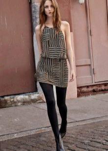 Цветное платье с черными колготами