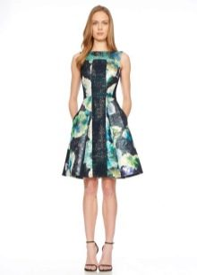 Пышное платье со вставкой цветное