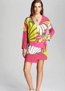 Цветное платье с запахом короткое
