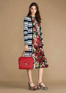 Цветное платье с полосатой кофтой