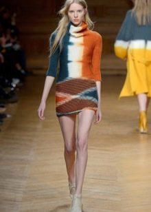Цветное короткое вязанное платье