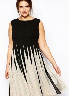 Платье с юбкой плиссе средней длины маскирующее выступающий живот