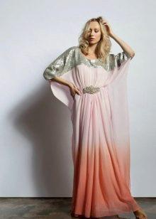 Длинное платье с кроем корректирующим фигуру