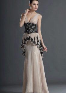 Длинное платье с элементами скрывающими живот