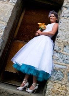 Свадебное платье с голубым подъюбником