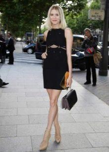 Блондинка в синем платье фото