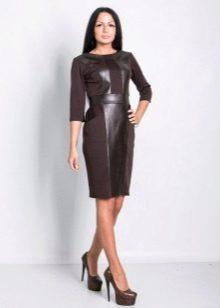 Темно-коричневое офисное платье