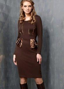 Темно-коричневое офисное платье миди