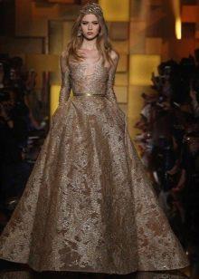 Светло-коричневое длинное платье