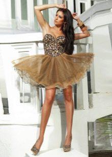 Короткое светло-коричневое коктельное платье