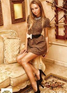 Тонкие колготки под светло-коричневое платье