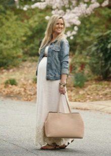 Сандалии без каблуков к длинному платью для беременных