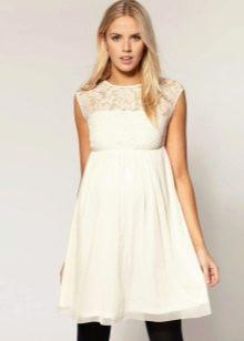 Белое короткое платье для беременных