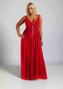 Силуэтное красное длинное платье для полных женщин