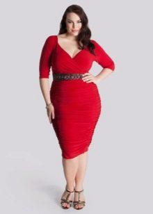 Облегающее касное платье для полных женщин