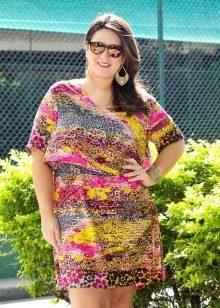 Платье с рисунком для полных невысоких женщин