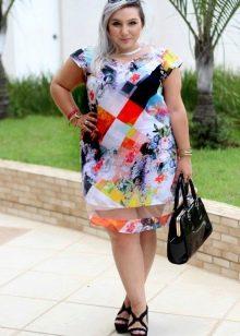 Платье с правильным рисунком для полных невысоких женщин