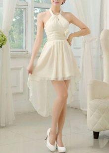 Белые туфли к молочному ассиметричному платью