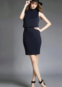 Легкое платье для работы в офисе
