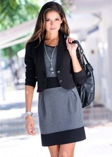 Серо-черное офисное платье с черным жакетом