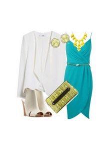 Платье цвета морской волны и светлые аксессуары к нему