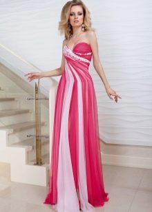Розовое платье с белыми полосами