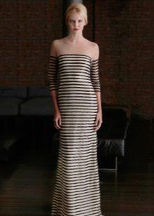 Двухцветное платье с горизонтальными полосами