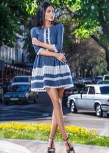 Платье с кружевной контрастной полосой