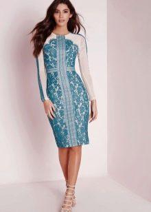 Белое платье с голубым кружевом