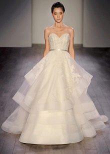 Многоярусное пышное свадебное платье из органзы