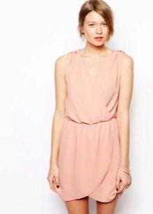 Персиковое платье для светлой кожи