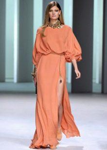 Персиковое платье терракотово-бежевого оттенка