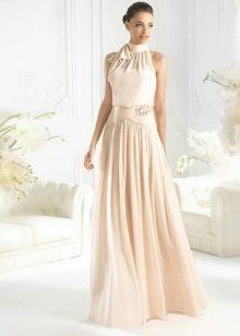 Бледно-персиковое платье