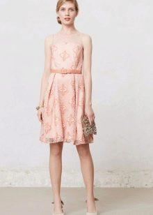 Кружевное нежно-персиковое платье