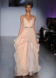 Светло-персиковое платье