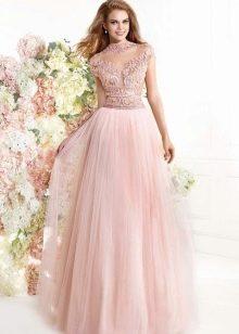 Нежно-персиковое платье в пол