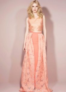 Персиковое платье с перламутром