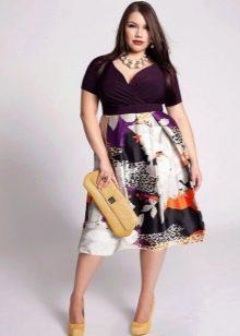 Платье для полных с завышенной талией - фиолетово-белое