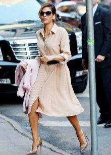 Необычная модель платья в стиле сафари