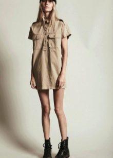 Короткое платье-рубашка в стиле сафари