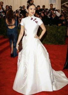 Белое вечернее платье в китайском стиле