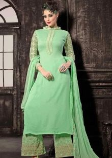 Светло-зеленое длинное платье в китайском стиле