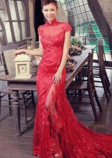 Красное платье с кружевом в китайском стиле