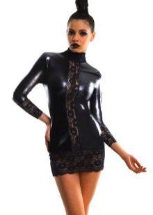 Закрытое платье в стиле глэм рок с кружевом