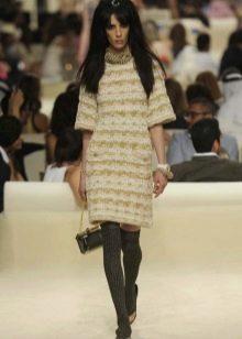 Платье из твида от Шанель с рукавами