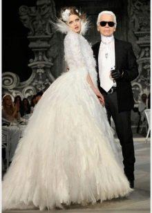 Свадебное платье от Шанель с перьями