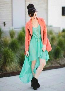Мятное платье с персиковым пиджаком